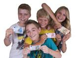 Kids mit Geldscheinen
