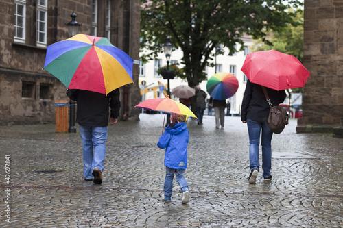 Menschen im Regen