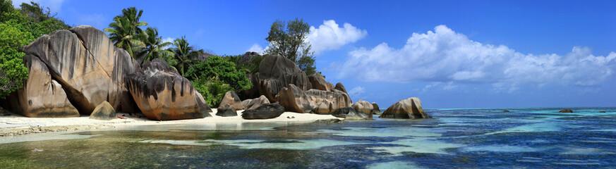 panorama sur anse source d'argent aux seychelles