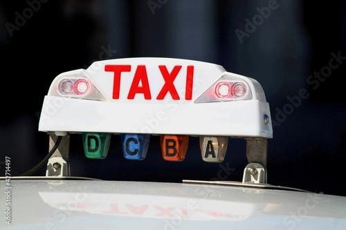 Lumineux de taxi allumé rouge : ' occupé '
