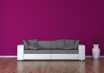 Sofa vor weinroter Wand mit Vase