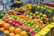 frisches Obst an einem Obststand