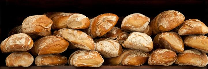 Viele frisch gebackene Brote