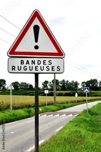 Panneau routier-Ralentisseur