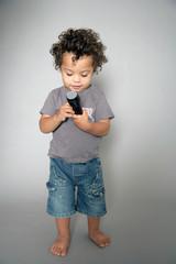 Kind mit Mikrofon