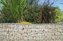 Kamień ściana oporowa ze wzmocnieniem z siatki drucianej