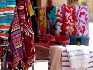 tessuti,borse e saldi estivi in città