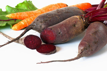 Raw beet and carrot roots