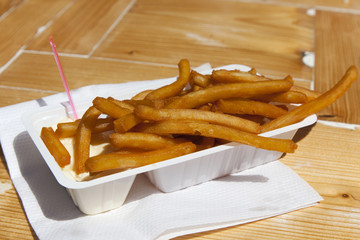 Box with dutch frites