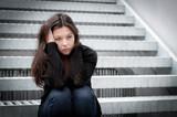 Fototapety Portrait eines nachdenklichen, traurigen Mädchens