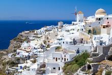 Dorf Oia auf der Insel Santorin, Griechenland.