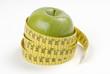 Manzana verde y cinta de medir