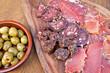 Apéro : Assortiment de charcuterie et olives - 42783690
