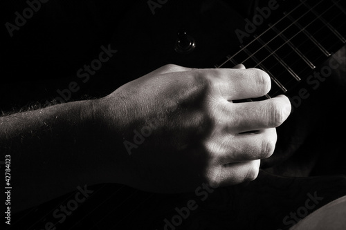 Fingerpicking on electric guitar
