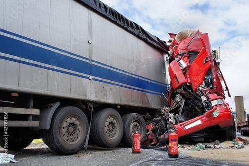 Horrorcrash eines Lkw - 42787836