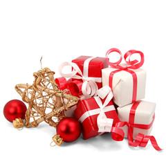 Kleine Weihnachtsgeschenke mit Stern und Kugeln