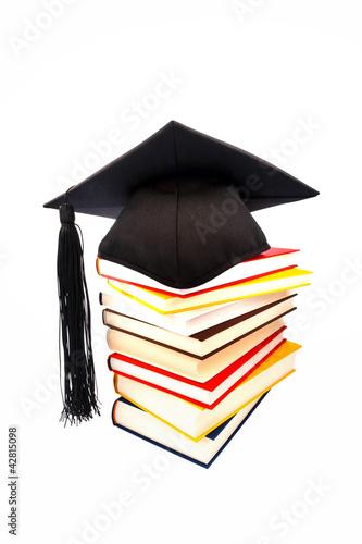 Doktorhut auf einem Buchstapel