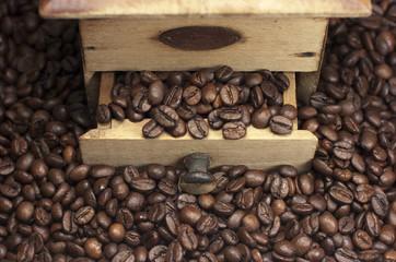 Molinillo de café, granos de café