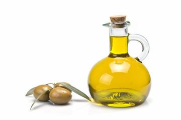 Aceite de oliva virgen en una aceitera clásica.