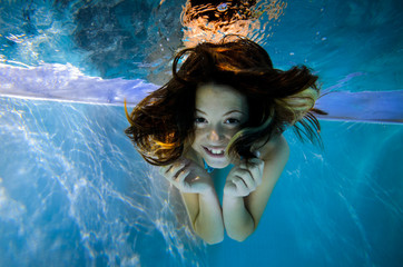 happy under waterportrait