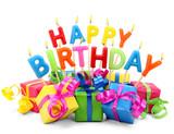Brennende Happy Birthday Kerzen mit Geschenken