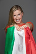 Frau mit italienischer Flagge