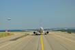 Avion sur la piste au décollage