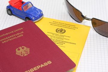 Reisepass mit Impfbuch und einem Auto