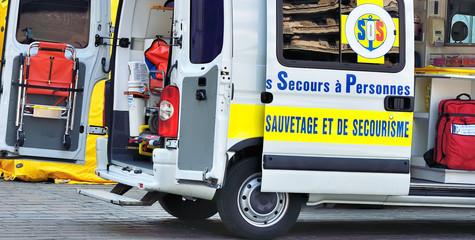 véhicule de secours routier,secours,réanimation