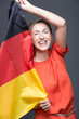 Freu hält deutsche Flagge