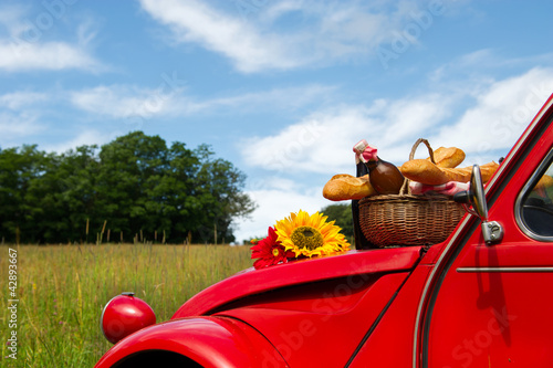 French car with bread and wine - 42893667