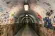 Leinwanddruck Bild - graffiti  grunge tunnel
