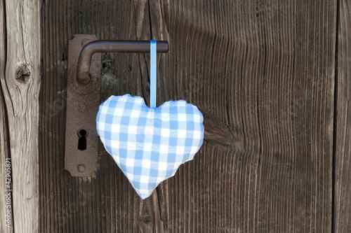 Ein bayerisches blauweiß kariertes Herzerl