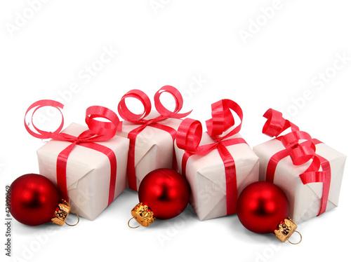 kleine weihnachtsgeschenke mit kugeln von babimu lizenzfreies foto 42909069 auf. Black Bedroom Furniture Sets. Home Design Ideas
