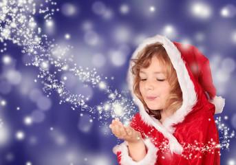 Kleine Miss Santa mit Sternenstaub vor blauem Hintergrund
