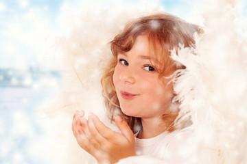 Kleiner Engel im Schnee