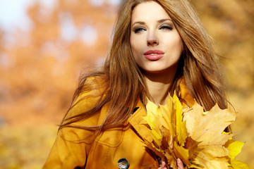 Beautiful elegant woman in a autumn park