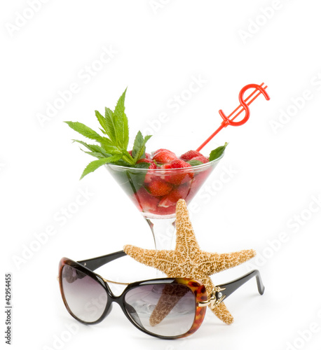 Classic Mojito with strawberry, sunglasses and starfish