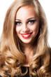 Portrait einer attraktiven blonden Frau