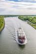 Container-Frachtschiff auf dem Nordostseekanal
