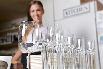 Gläser und Geschirr vom Partyservice