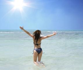glückliches Mädchen im Wasser