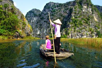 promenade en barque a Hoa Lu