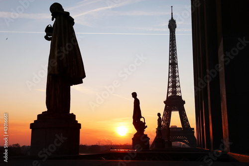 tour eiffel view during sunrise