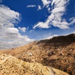 Straße am Rande der Sahara