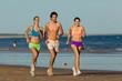 Fitness und Sport am Strand, Leute beim Jogging