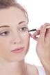 natürliche schöne frau beim schminken