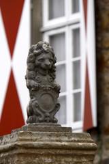 Löwenstatue am Kunsthaus Rosteck in Lemgo