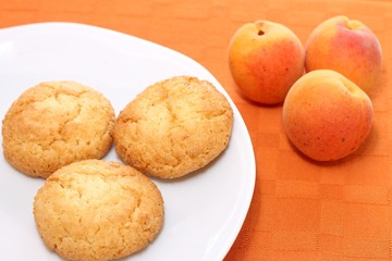 amaretti biscuits and apricots
