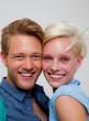 portrait eines verliebten blonden paares